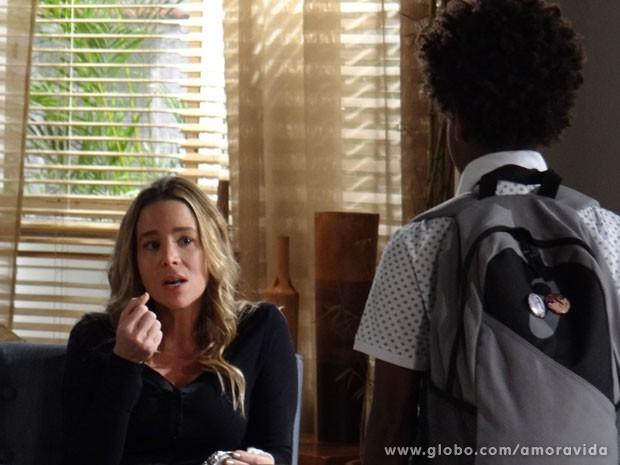 Dermatologista nega chocolate para a criança (Foto: Amor à Vida/ TV Globo)
