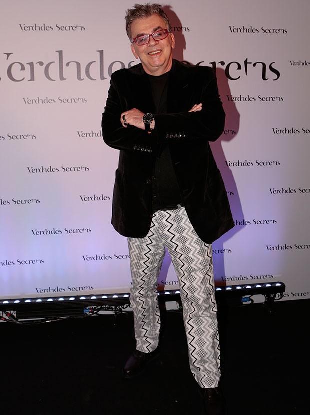 Autor Walcyr Carrasco arrasa no look, apostando em calça com detalhes geométricos (Foto: Ellen Soares / Gshow)