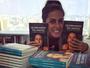 Carol Barcellos reúne experiências em livro e inspira superação de desafios