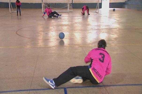Esporte foi criado no intuito de criar interação cada vez maior entre os deficientes visuais (Foto: Reprodução TV TEM)