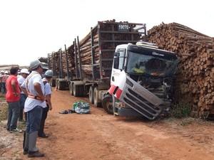 motorista morre ao pular de carreta em movimento (Foto: Teixeira News / Divulgação)