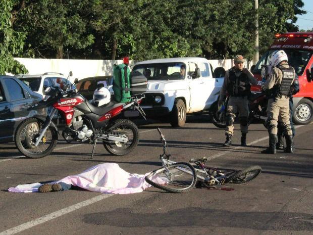 Ciclista morre após ser atingido por carro em Campo Grande, diz polícia (Foto: Maria Caroline Palieraqui/G1 MS)