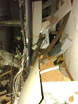Interior da agência bancária ficou destruído (Foto: Divulgação/Polícia Civil)