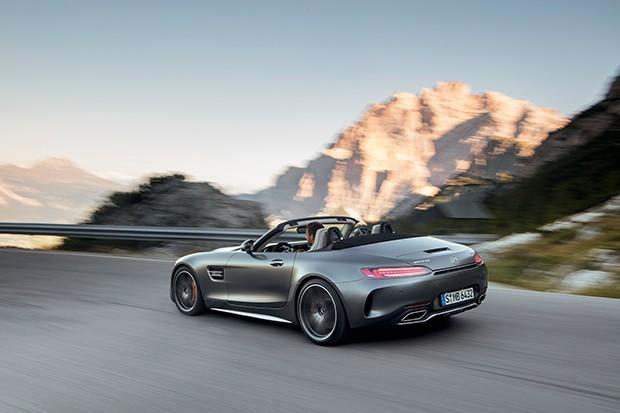 AMG GT C Roadster (R 190), 2016; Exterieur: designo selenitgrau magno; Interieur: Leder Nappa Exklusiv macchiatobeige;Kraftstoffverbrauch kombiniert: 11,4 l/100 km, CO2-Emissionen kombiniert: 259 g/km*AMG GT C Roadster (R 190), 2016; exterior: designo s (Foto: Daimler AG)