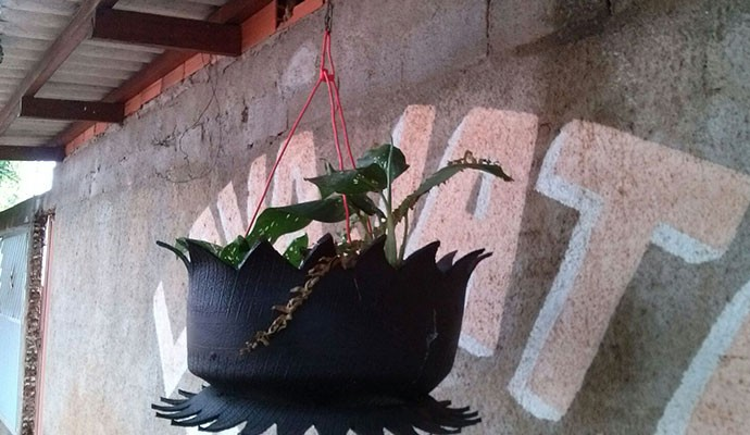 Nilson Diogo produz vasos de plantas de vários formatos  (Foto: Divulgação | Tô Indo)
