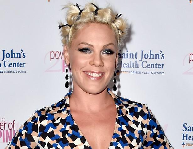 """PINK — Há quem pense que a cantora, cujo verdadeiro nome é Alecia Beth Moore, adotou o nome """"Pink"""" (""""cor-de-rosa"""" em inglês) por causa da tonalidade que costumava dar aos cabelos ao tingi-los. Mas não. É porque ela ficava rosada de vergonha com frequência, daí surgiu o apelido. (Foto: Getty Images)"""