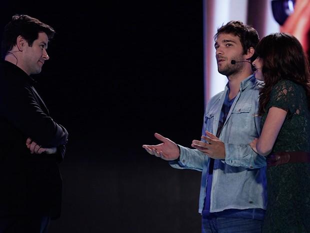 Davi e Manu apresentam o app Filma-e à Jonas (Foto: Parker TV)
