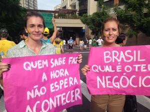 Amigas participam de ato em Porto Alegre (Foto: Caetanno Freitas/G1)