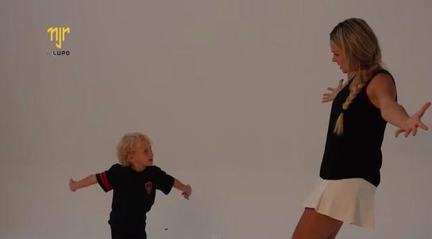 Davi Lucca, filho de Neymar, e Carol Dantas (Foto: Youtube / Reprodução)
