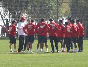 Fernandão fala com o grupo de jogadores (Foto: Caetanno Freitas / GLOBOESPORTE.COM)