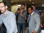 Gerard Butler desembarca em São Paulo cercado por seguranças