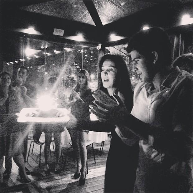 Enzo Celulari com a mãe, Claudia Raia, em restaurante no Rio (Foto: Instagram/ Reprodução)