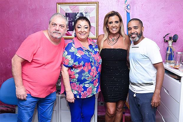 Osmar Costa (vice), Rita Cadillac, a presidente Angelina Basilio e André Machado (Foto: Leo Franco / AgNews)