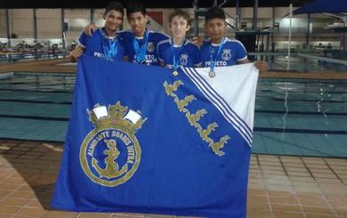 Atletas santareno que foram campeões na categoria 4x50 metros livres (Foto: Patricia Ferreira)