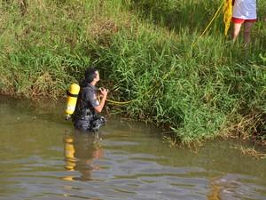 Corpo foi encontrado por volta das 20h (Foto: Manuel Moreno/ I7 Notícias)