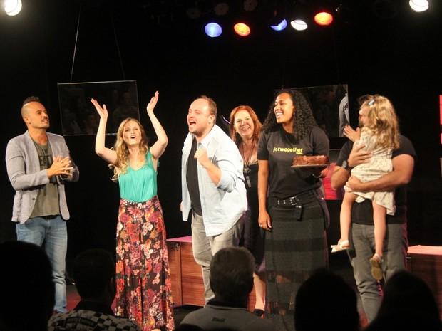 Elenco da peça 'Tô Grávida' (Foto:  Daniel Delmniro / AgNews)