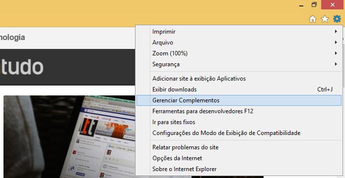 Acessando o gerenciador de plugins do IE (Foto: Reprodução/Helito Bijora)