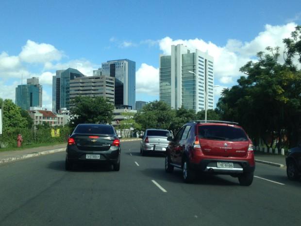 Carros do Uber percorrem ruas de Porto Alegre para protestar contra morte de colega (Foto: Roberta Salinet/RBS TV)