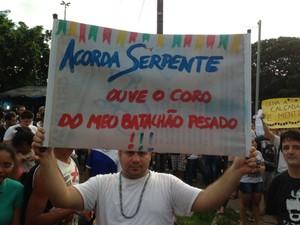 Mensagens com vários tipos de reivindicações são postadas em cartazes (Foto: Clarissa Carramilo/G1)
