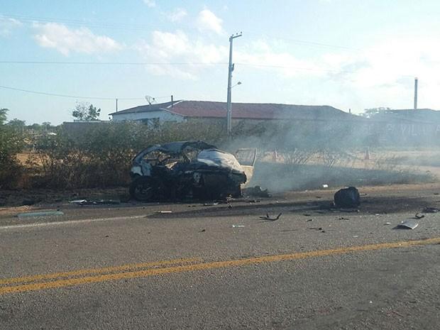 Veículos pegaram fogo na BR-304 após vazamento de combustível (Foto: Divulgação/Polícia Rodoviária Federal do RN)