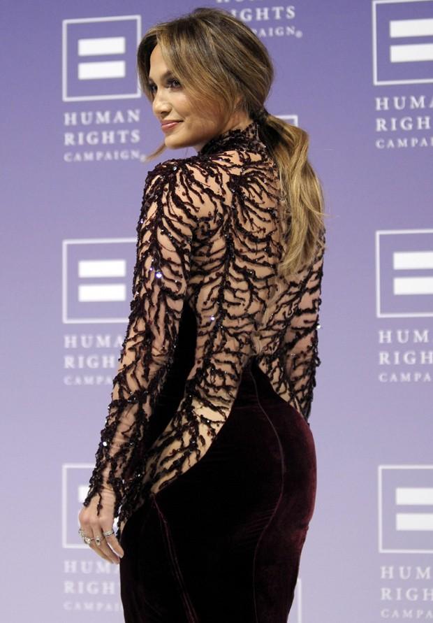 Jennifer Lopez e sua famosa - e segurada! - retaguarda (Foto: Getty Images)