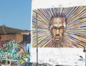 rosto de bolt na parede de uma rua próxima ao evento (Foto: Danielle Rocha / Globoesporte.com)