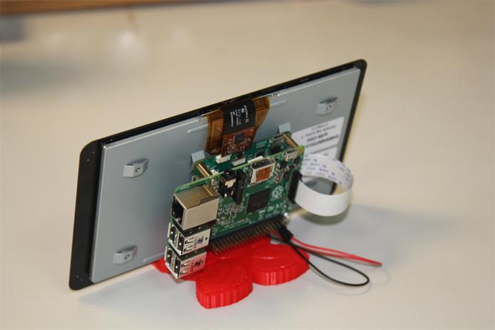 Tela torna o Raspberry Pi mais portátil e acessível (Foto: Divulgação/Raspberry Pi)