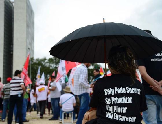 Servidores protestam contra venda da Celg em Brasília, em janeiro: privatização é a primeira do governo Temer (Foto: José Cruz/Agência Brasil)
