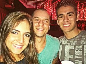 Giovanna, o namorado e o irmão; Raymond Taufik Hollo Filho não sobreviveu ao acidente (Foto: Arquivo Pessoal)