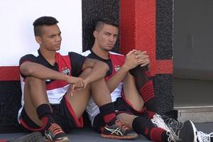 Thiago Rômulo e Yago, atacantes do Atlético-GO (Foto: Reprodução/TV Anhanguera)