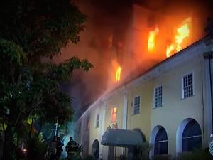 Incêndio atingiu o Parque Solar Boa Vista em 2013, Salvador, Bahia (Foto: Reprodução/ TV Bahia)