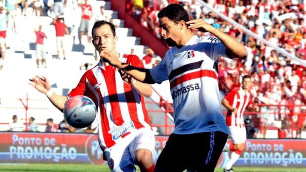 jogo lance Náutico Santa Cruz (Foto: Aldo Carneiro / FuturaPress)