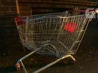 Dois suecos são atingidos ao descer colina em carrinho de compras