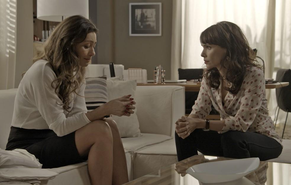Joyce vai buscar conselho logo com quem! (Foto: TV Globo)