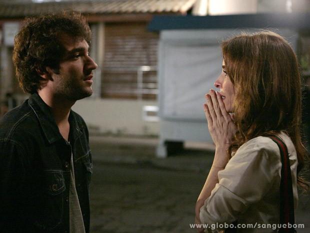Irene encara Fabinho como filho depois de muitos anos (Foto: Sangue Bom / TV Globo)