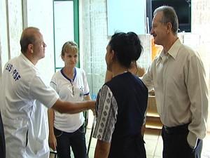 médicos cubanos do programa Mais Médicos chegam a Pará de Minas MG (Foto: Reprodução/TV Integração)