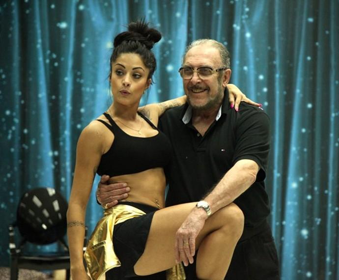 Miele mostra alegria em ensaio com Aline Riscado (Foto: Camila Camacho / Gshow)
