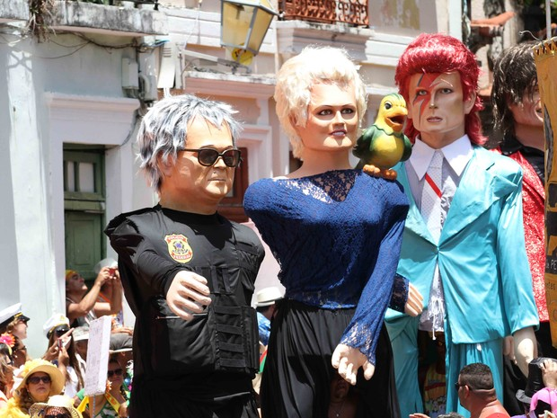 Ana Maria Braga, o japonês da Federal e David Bowie fazem sucesso entre os foliões (Foto: Aldo Carneiro / Pernambuco Press)