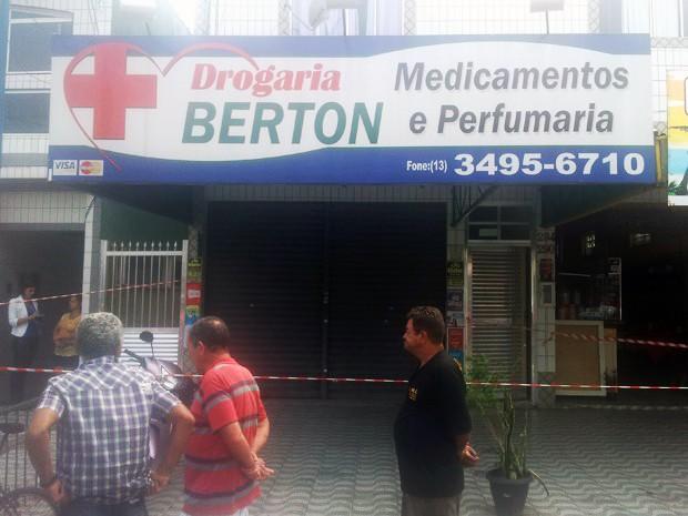 Crime aconteceu dentro de uma farmácia em Praia Grande, SP (Foto: Antonio Marcos/G1)
