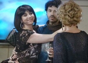 Doida que só, Gládis fala as maiores verdades na cara de Bárbara Ellen (Foto: Sangue Bom/TV Globo)