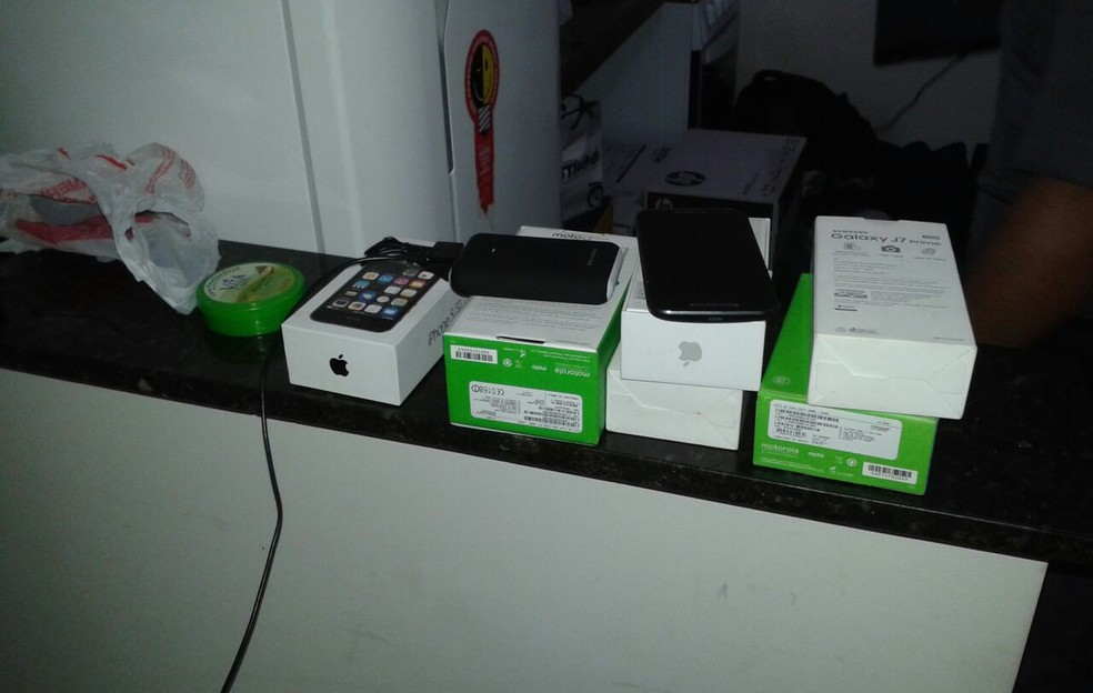 Produtos estavam em uma casa no Residencial Maré Mansa (Foto: Polícia Militar/Cedida)