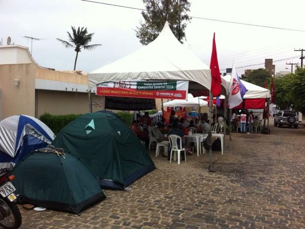 Manifestantes estão no local desde quarta-feira (21) (Foto: Matheus Magalhães/G1)