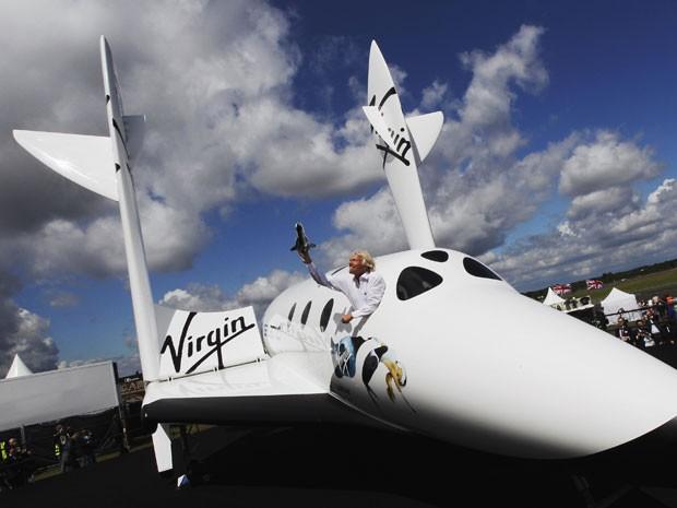 A aeronave, prevista para voar com frequência a partir de 2016, vai transportar pequenos satélites e ajudá-los a colocar em órbita de forma mais barata. (Foto: Luke MacGregor/Reuters)