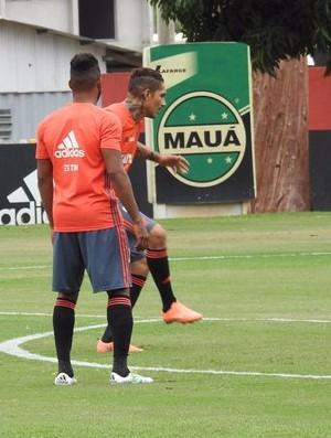 Guerrero durante treino do Flamengo no Ninho do Urubu (Foto: Fred Gomes)