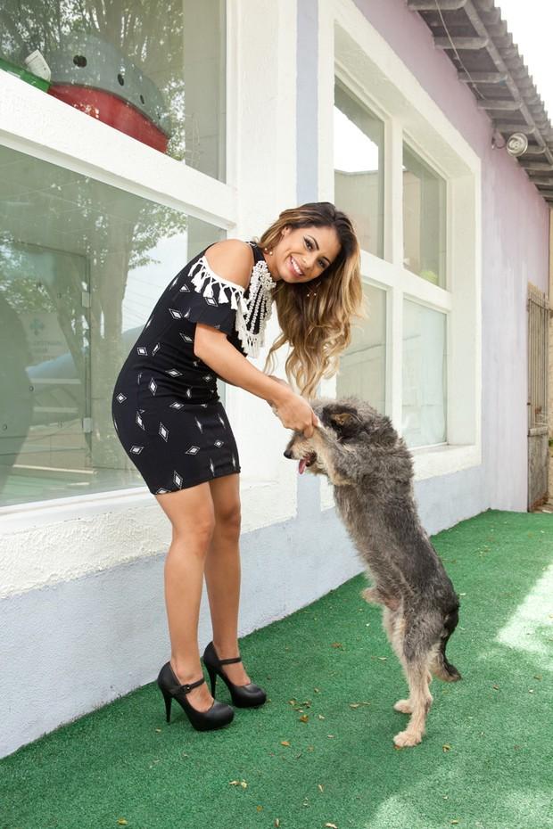 Lexa e o cãozinho Cokie  (Foto: Divulgação / Adriana Barbosa)