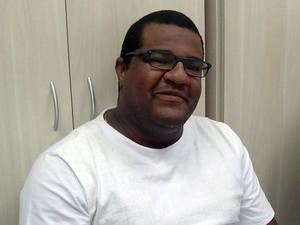 Ari Sacramento diz que literatura canônica provoca silenciamento da literatura negra (Foto: Danutta Rodrigues/G1)