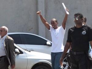 Vinícius Romão de Souza, de 26 anos, foi solto nesta quarta-feira (26), após 16 dias detido por engano (Foto: Bruno Gonzalez / Agência O Globo)