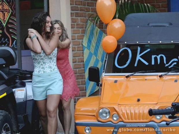 As amigas ficam muito felizes com a aquisição de novos buggies (Foto: Flor do Caribe / TV Globo)