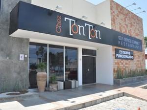 Restaurante foi invadido durante a noite e teve alguns equipamentos levados (Foto: Divulgação/Chez Ton Ton)