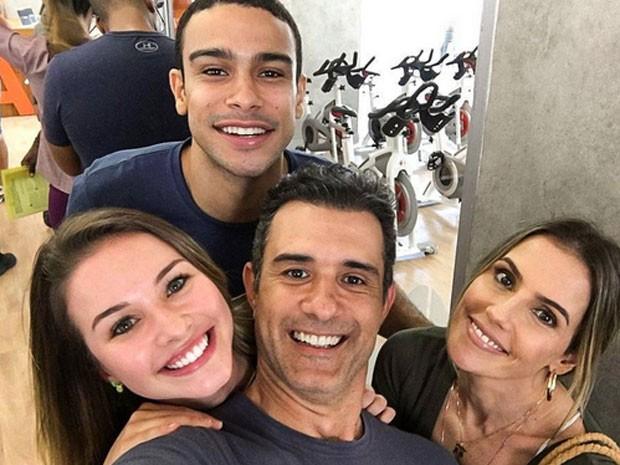 Sergio Malheiros, Laryssa Ayres, Marcos Pasquim e Deborah Secco nos bastidores de Malhação (Foto: Instagram/ Reprodução)